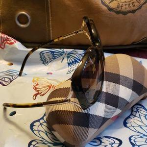 Authentic Burberry sunglasses (B-4068)